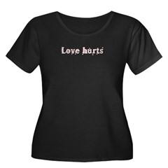 Love hurts Women's Plus Size Scoop Neck Dark T-Shirt